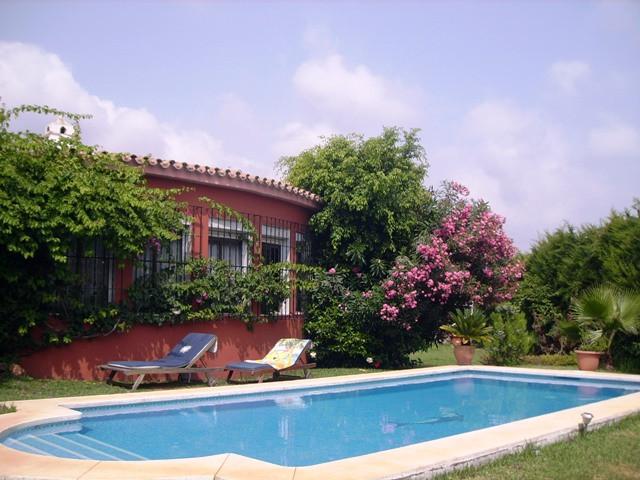 Villa independiente situada en el centro de Marbella junto a todos los servicios, colegios y superme,Spain