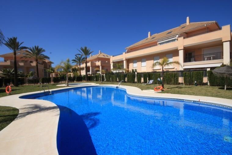 Apartment with 2 bedrooms and 2 bathrooms in the urbanization Jardines de Lunamar in the area of Las,Spain