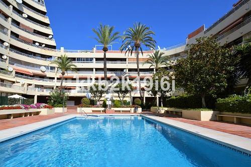Lovely 41 sqm studio apartment in Parque Marbella building, next to Parque de la Constitucion. Locat,Spain