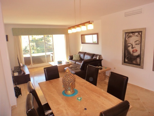 Very well presented 2 Bedroom 2 Bathroom second floor apartment located in Urbanization Princess Par,Spain