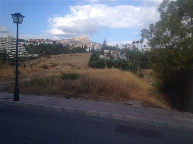 Flat plot of 1,590 m2 located in the Urbanization Haza del Conde in Nueva Andalucia, close to Los Na,Spain
