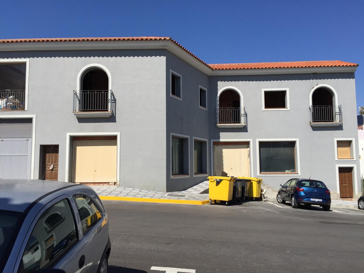 Commercial Premises, Pueblo Nuevo de Guadiaro, Costa del Sol. Built 836 m², Terrace 227 m².  Setting,Spain
