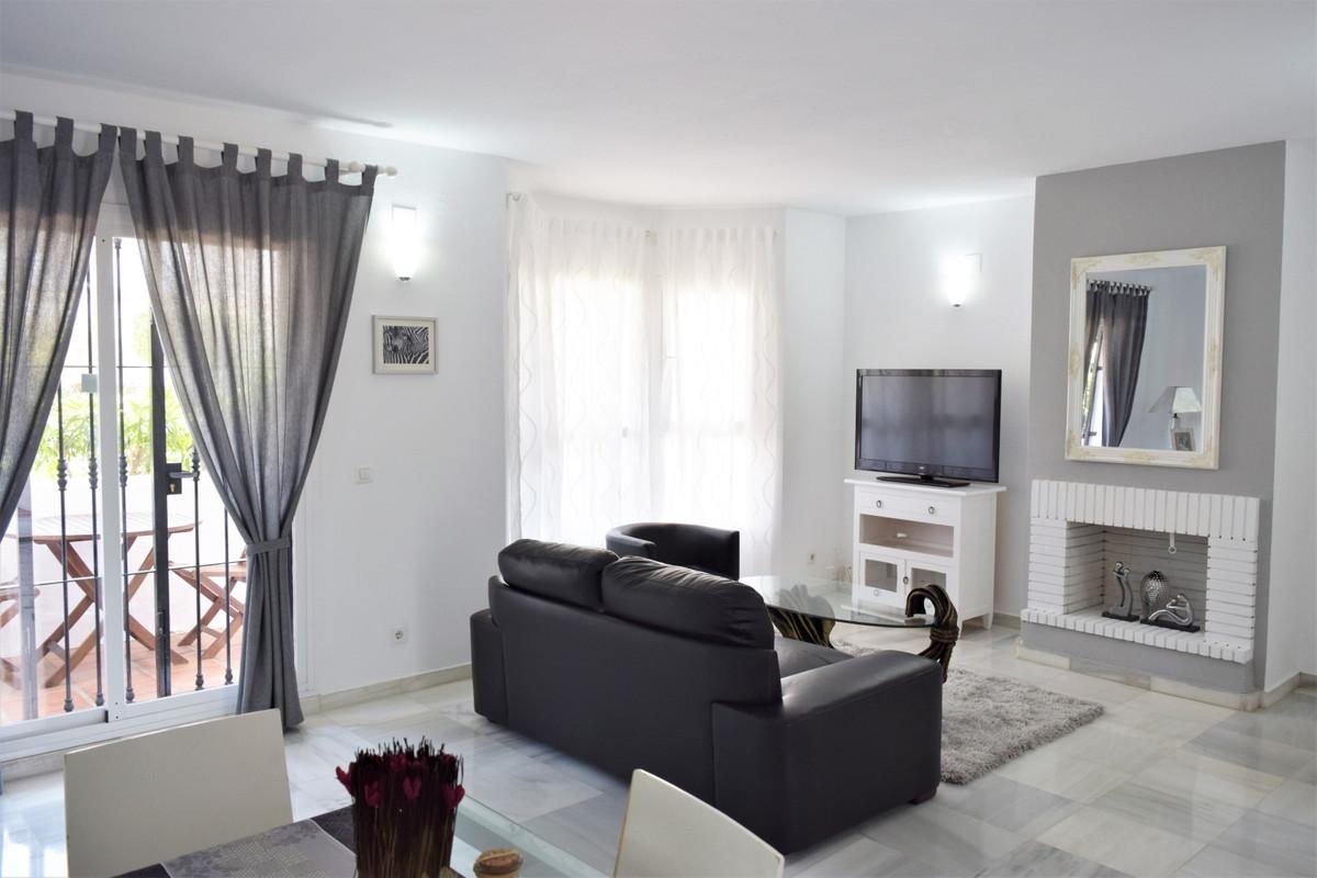 A very nice bright 1 bedroom Penthouse in the lovely urbanization of Lo Naranjos De Marbella , spaciSpain