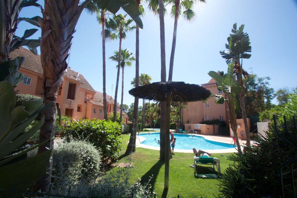 This 2 bedroom, 2 bathroom apartment is set within the very attractive urbanisation of Paraiso de la,Spain