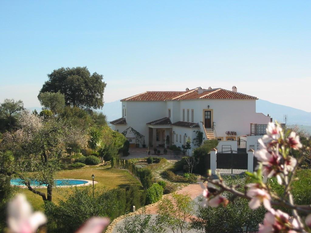 I. Emplazamiento. La Villa esta ubicada a 2 Km. de  Casarabonela, Malaga, dentro de la denominada Si,Spain