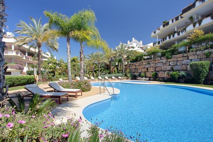 El apartamento ubicado en la urbanizacion con jardines botanicos con vistas al mar  con las piscinas,Spain