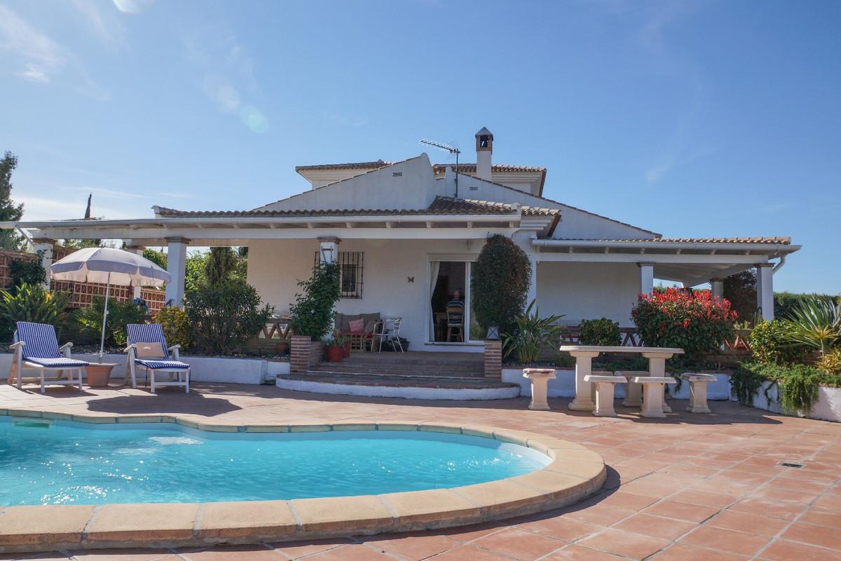 This elegant 3 bedroom, 3 bathroom, 160 m2 detached villa enjoys an enviable location just 2km from ,Spain