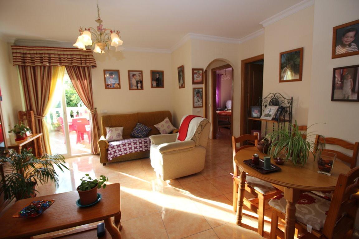 Detached house in Playa La Bajadilla  It has 2 bedrooms, 1 bathroom, spacious living room with acces,Spain