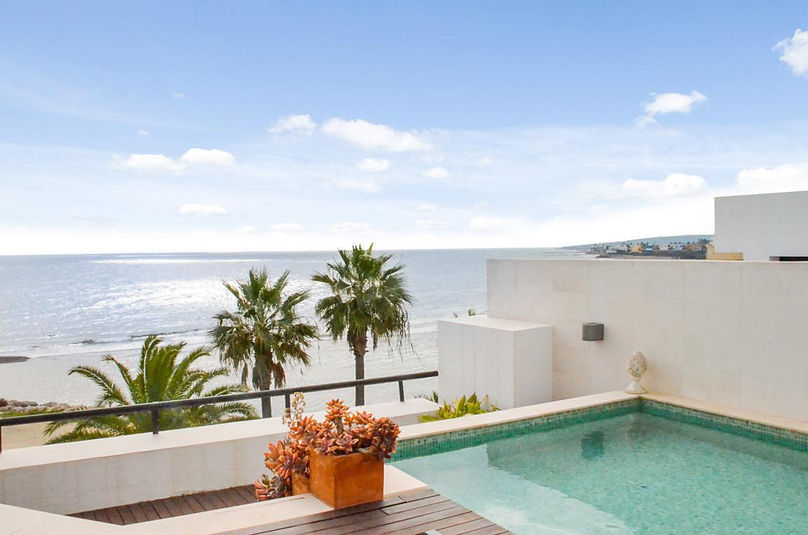 Penthouse, Sotogrande Puerto, Costa del Sol. 3 Bedrooms, 2 Bathrooms, Built 107 m², Terrace 144 m². ,Spain