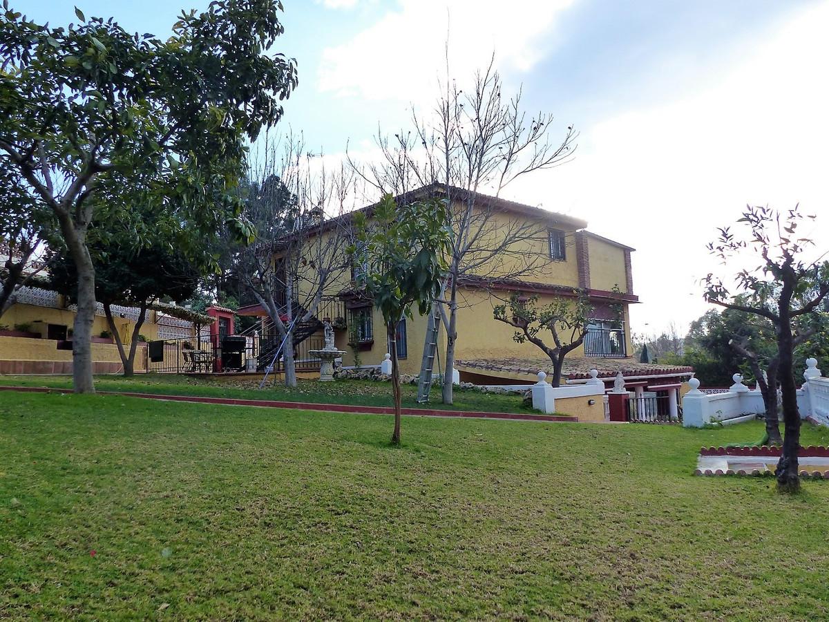 Detached Villa, Marbella, Costa del Sol. 6 Bedrooms, 4 Bathrooms, Built 373 m², Terrace 63 m², Garde,Spain