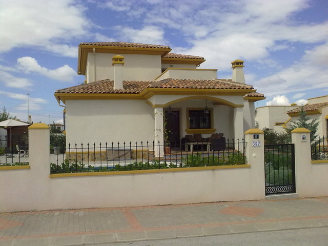 4 BEDROOM VILLA IN HONDON DE LOS FRAILES, ALICANTE. This is a key ready property The property has tw,Spain