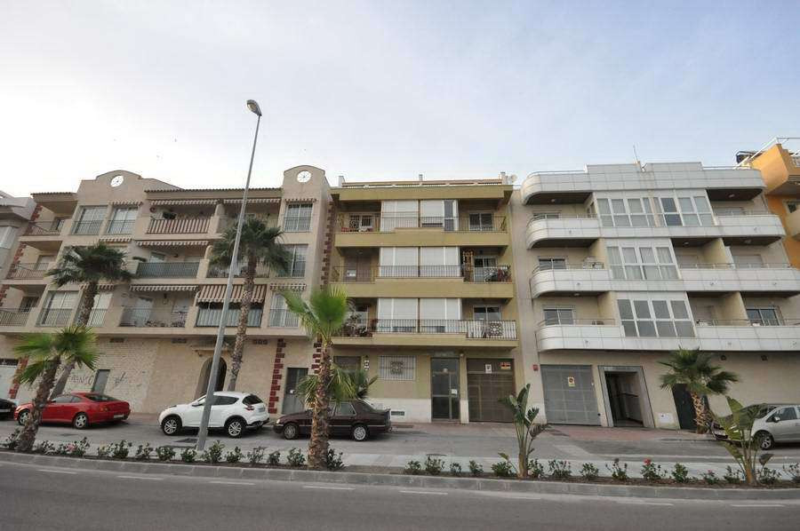 Middle Floor Apartment, Torrox, Costa del Sol East. 3 Bedrooms, 2 Bathrooms, Built 59 m�.  Setting :,Spain