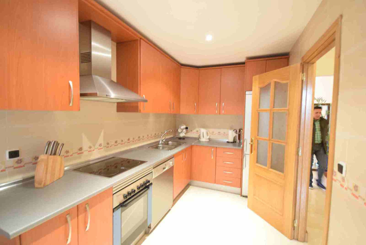 Middle Floor Apartment, Elviria, Costa del Sol. 2 Bedrooms, 3 Bathrooms, Built 120 m².  Setting : Co,Spain