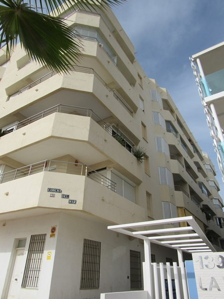 First Floor Apartment, Paseo Maritimo, Costa del Sol. 1 Bedroom, 1 Bathroom, Built 57 m².  Setting :,Spain
