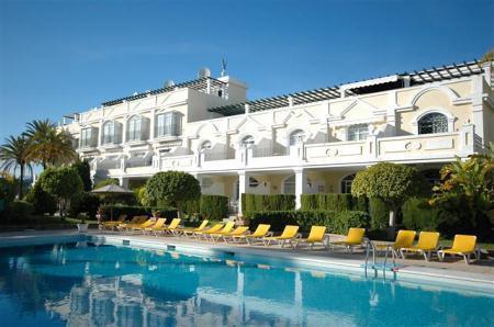 ALOHA GARDENS This Superb 2 bedroom apartment is  located in  Nueva Andalucia in a  prestigious urba,Spain