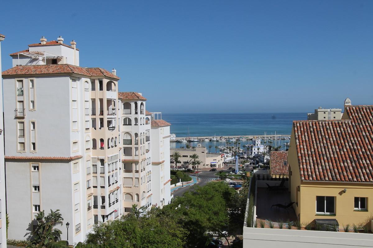 BRIGHT CORNER APARTMENT NEAR ESTEPONA BEACH  Property The 3 bedroom corner apartment of 105m2 on the,Spain