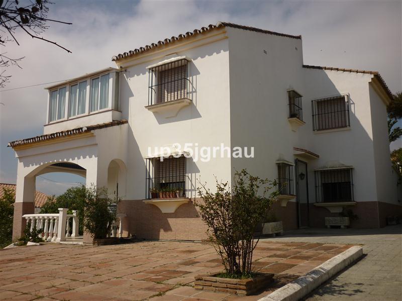 Villa - Detached, Estepona, Costa del Sol. 4 Bedrooms, 2 Bathrooms, Built 180 m², Terrace 60 m², Gar,Spain