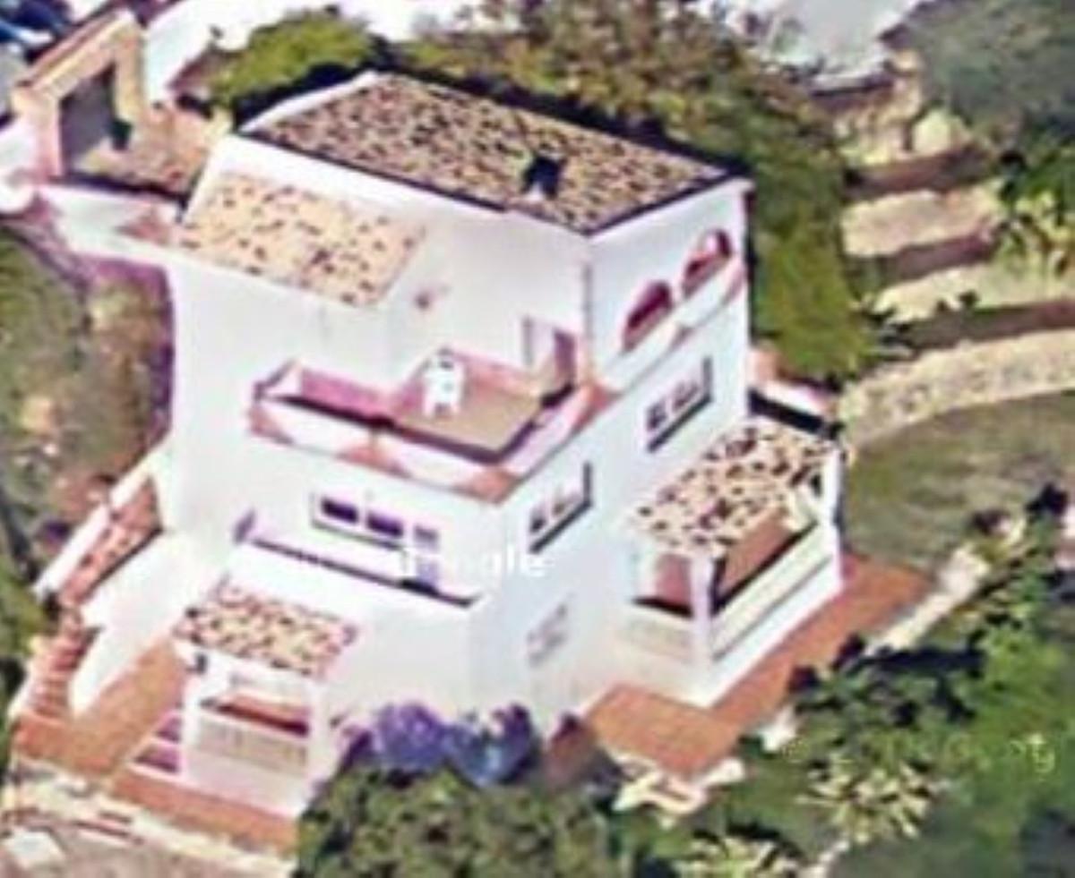 under renovation !!   Detached Villa, Benalmadena, Costa del Sol. Built 255 m², Terrace 900 m², Gard,Spain
