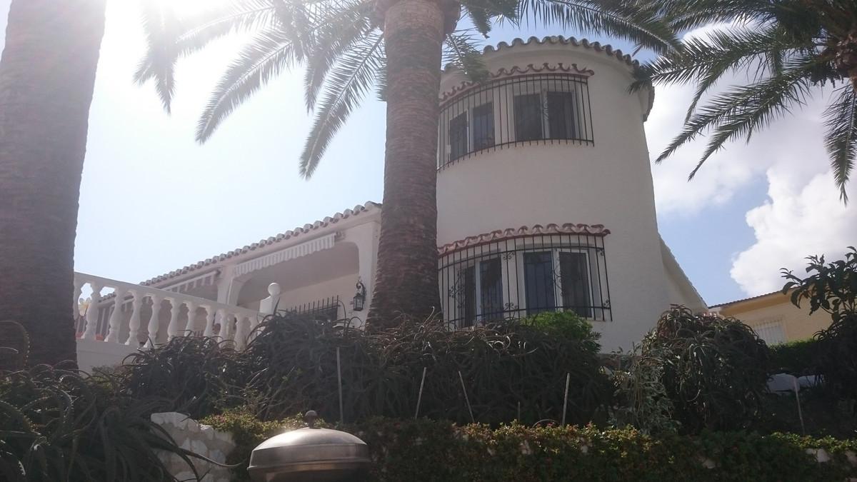 Beautiful villa with pool and garage in Monte Alto. Located near the center of Arroyo de la Miel. Th,Spain