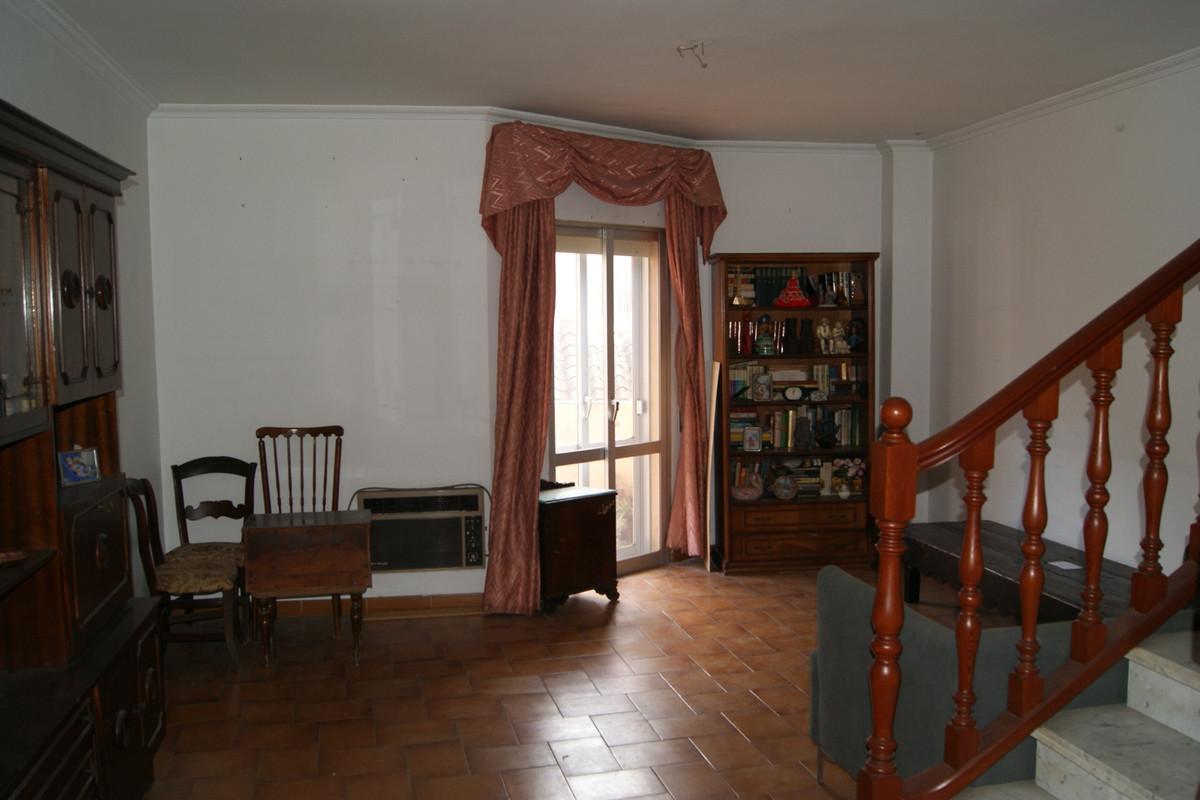 Middle Floor Apartment, Fuengirola, Costa del Sol. 4 Bedrooms, 3 Bathrooms, Built 175 m², Terrace 8 ,Spain