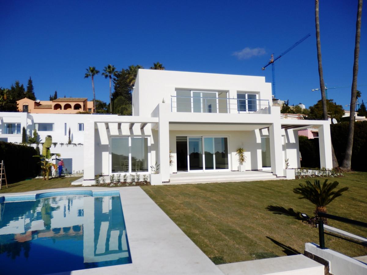 Detached Villa, El Paraiso, Costa del Sol. 4 Bedrooms, 3.5 Bathrooms, Built 478 m², Terrace 80 m², G,Spain