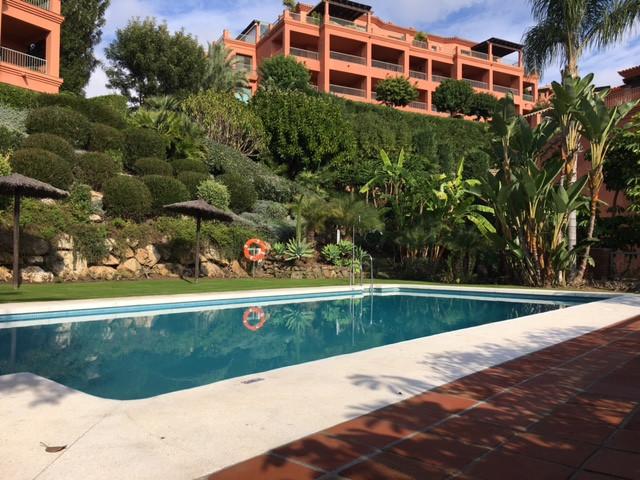 Middle Floor Apartment, Benahavis, Costa del Sol. 3 Bedrooms, 3 Bathrooms, Built 169 m².  Setting : ,Spain