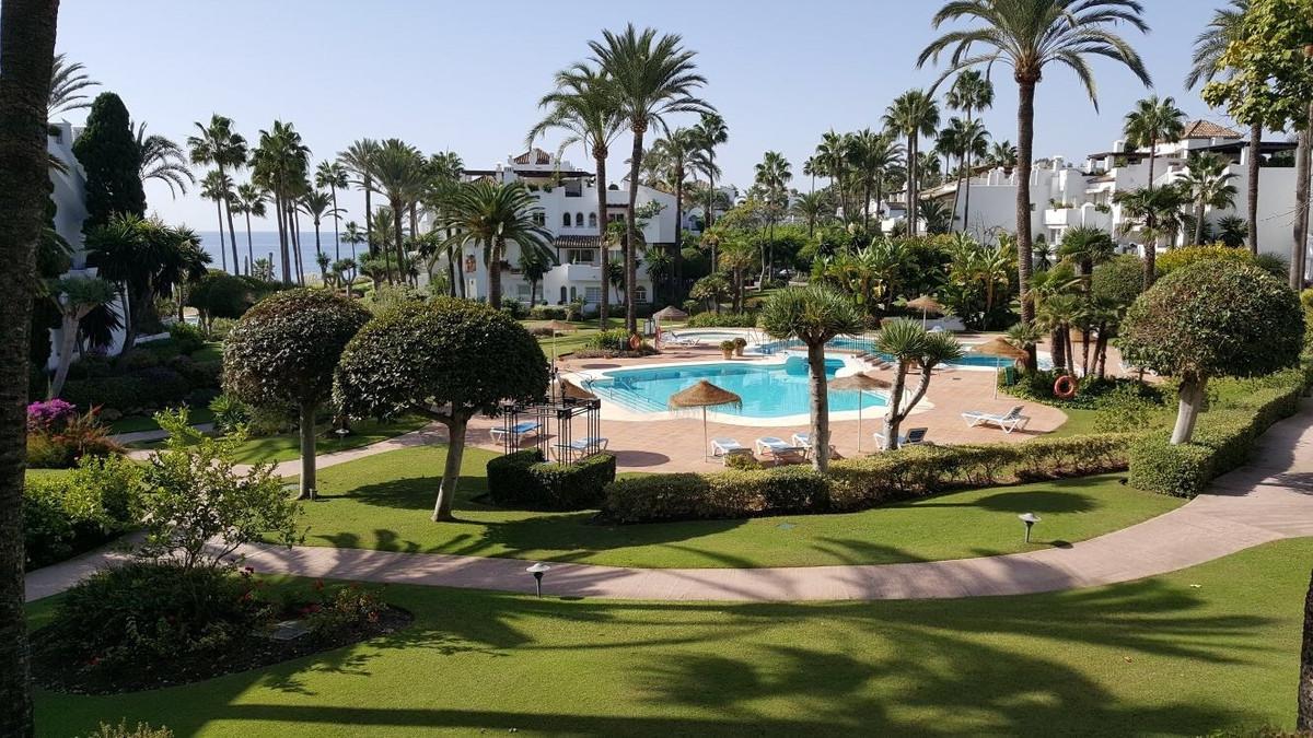 Middle Floor Apartment, Estepona, Costa del Sol. 2 Bedrooms, 2 Bathrooms, Built 113 m², Terrace 30 m,Spain