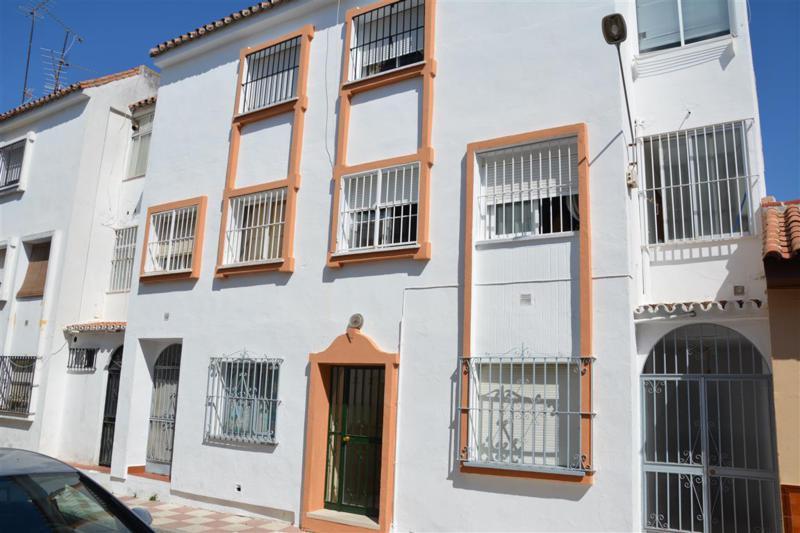 Spacious 4 bedroom, 2 bathroom ground floor apartment in the heart of Alhaurin el Grande. The proper,Spain