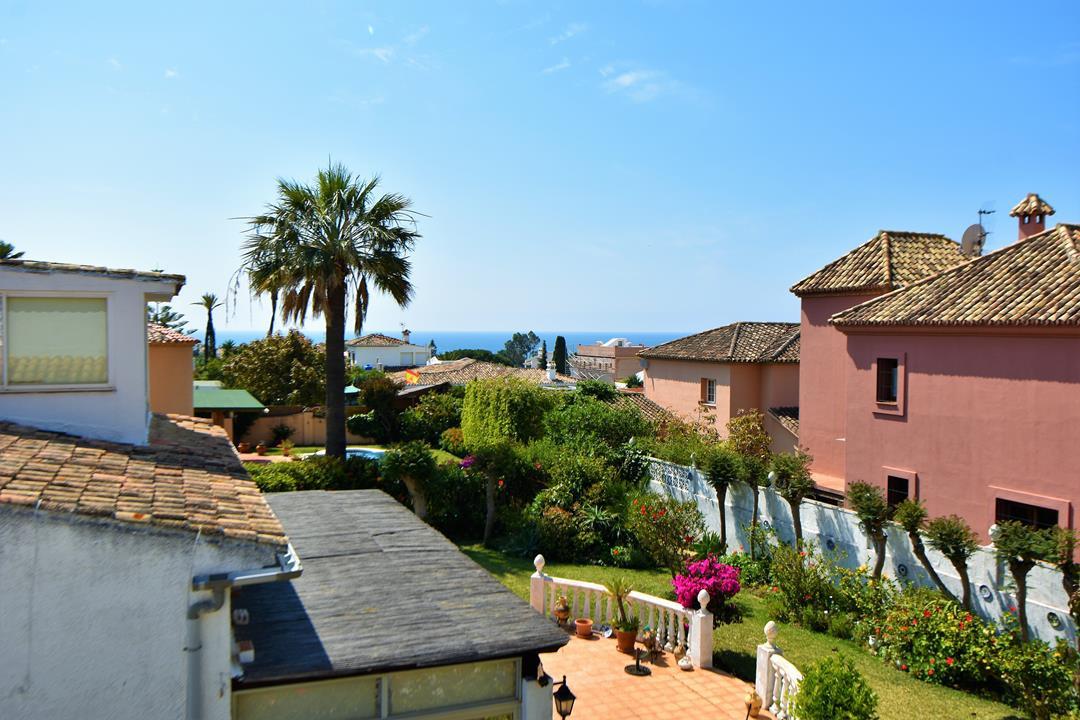 Detached Villa, Las Chapas, Costa del Sol. 5 Bedrooms, 3.5 Bathrooms, Built 347 m², Terrace 63 m², G,Spain