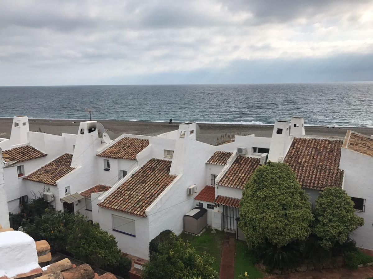 Penthouse, Estepona, Costa del Sol. 2 Bedrooms, 1 Bathroom, Built 97 m².  Setting : Beachfront, Town,Spain