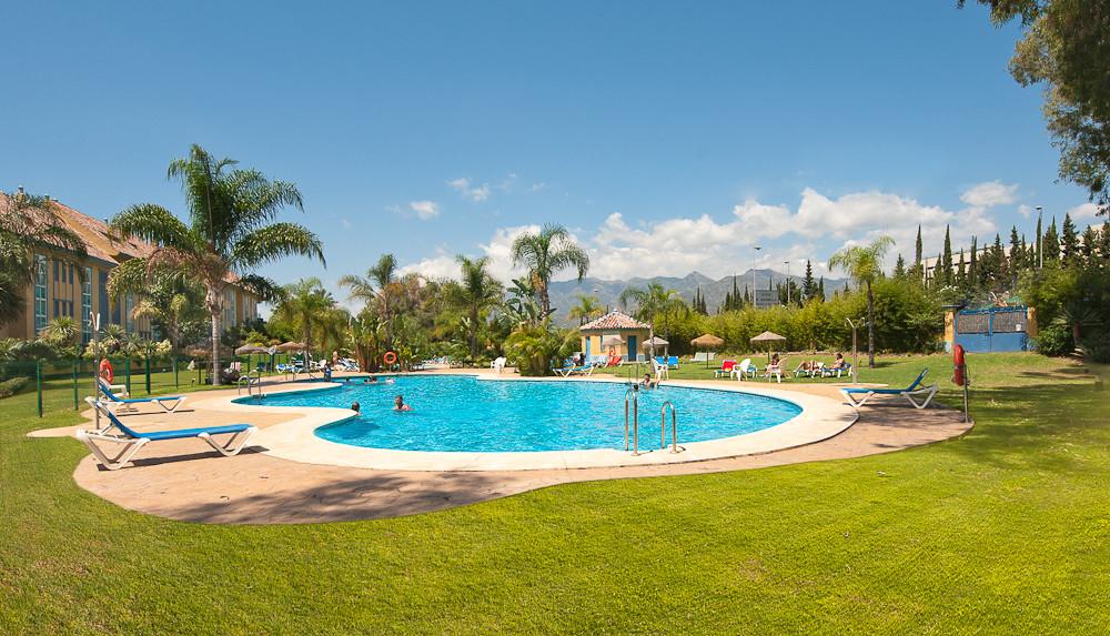 Middle Floor Apartment, Bahia de Marbella, Costa del Sol. 4 Bedrooms, 3 Bathrooms, Built 150 m², Ter,Spain