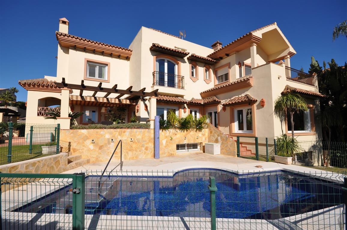 Magnificent villa of beautiful design. Located in an incomparable setting, at the urbanization La Al,Spain