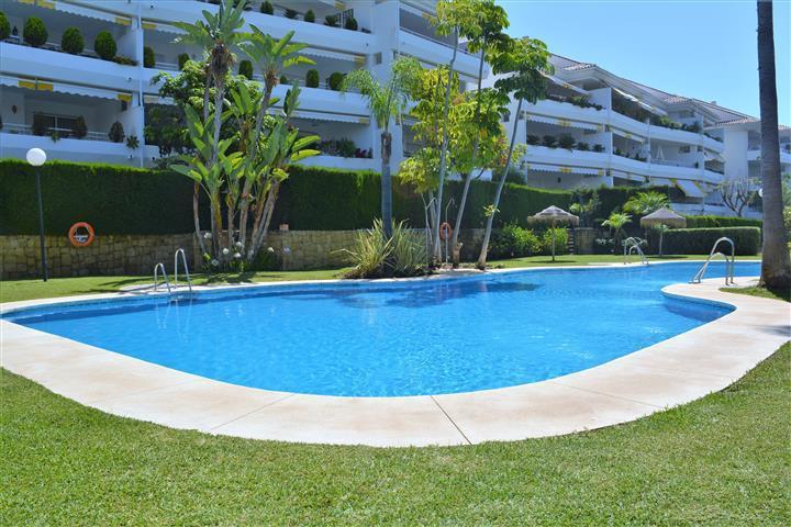 Amazing 3 bed 3 bath 3 terrace Duplex apartment located in urbanization HOYO 15 in Guadalmina Baja. ,Spain
