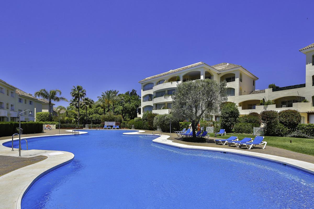 Fantastic 3 bedroom Penthouse for sale in Bahia de Marbella. Set in a wonderful urbanization with tr,Spain