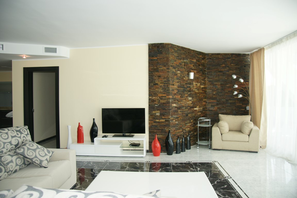 Originally listed for € 2,5 mio. *** NOW € 1,8 Mio. Fabulous ground floor apartment on the Golden Mi,Spain