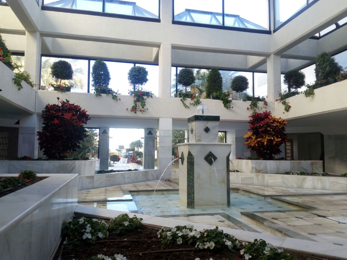 Middle Floor Apartment, The Golden Mile, Costa del Sol. 2 Bedrooms, 2 Bathrooms, Built 130 m², Terra,Spain