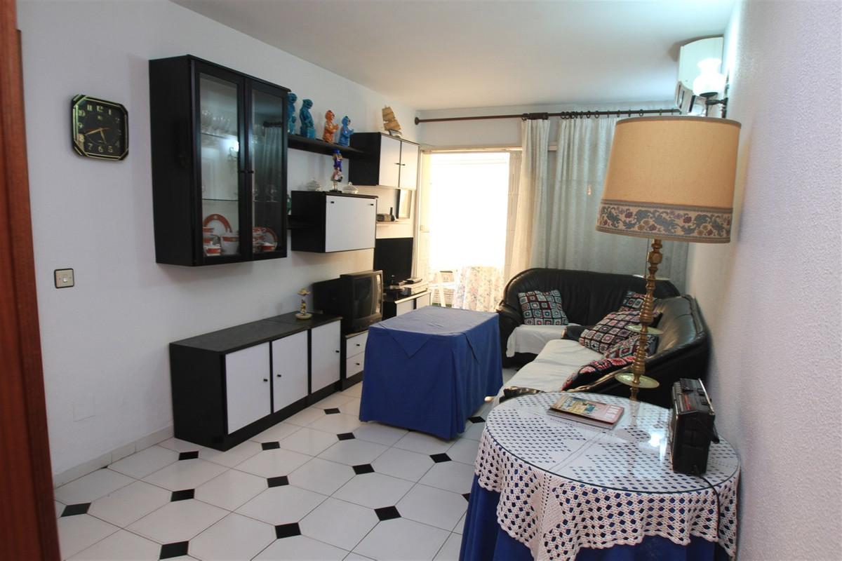 , Fuengirola, Costa del Sol. 2 Bedrooms, 2 Bathrooms, Built 70 m², Terrace 3 m².  Setting : Town, Co,Spain