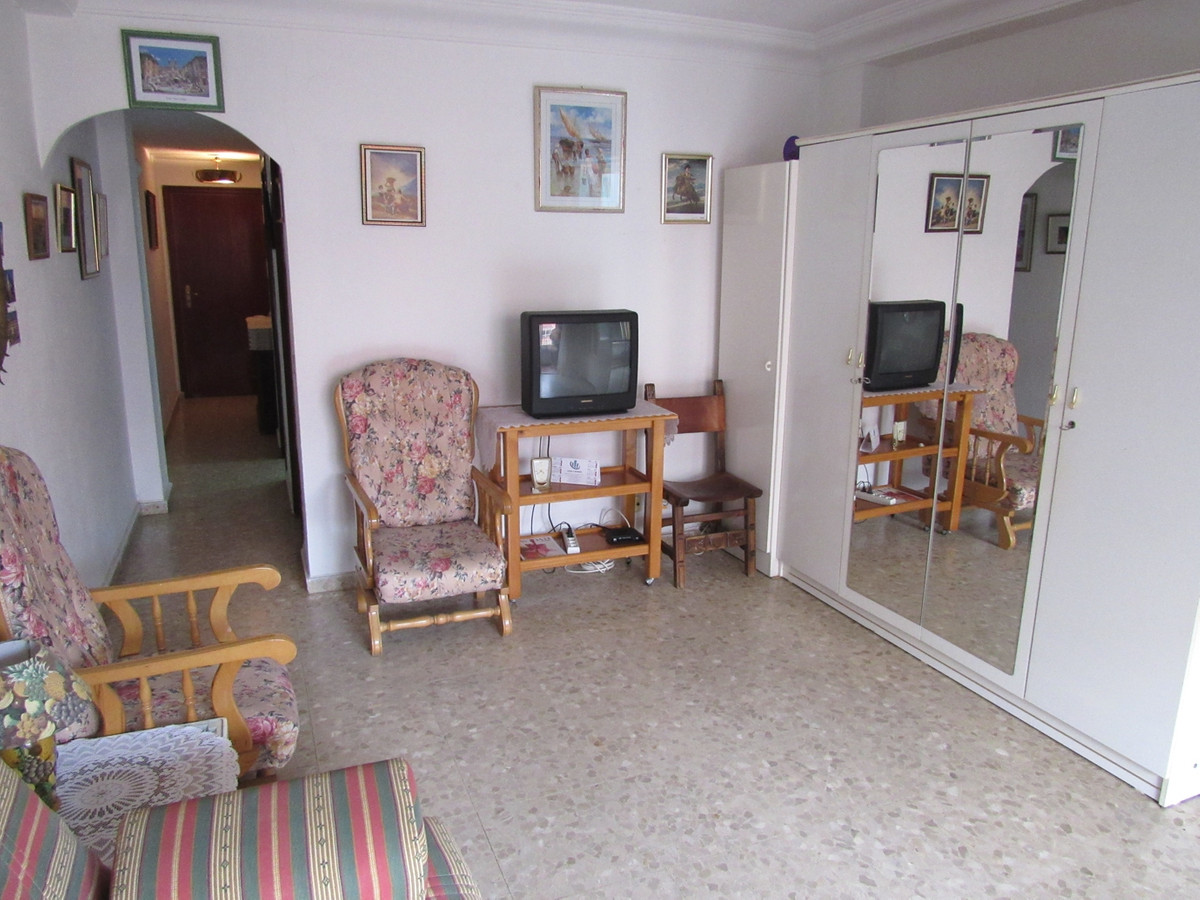 Middle Floor Studio, Fuengirola, Costa del Sol. Built 40 m², Terrace 7 m².  Setting : Beachfront, To,Spain
