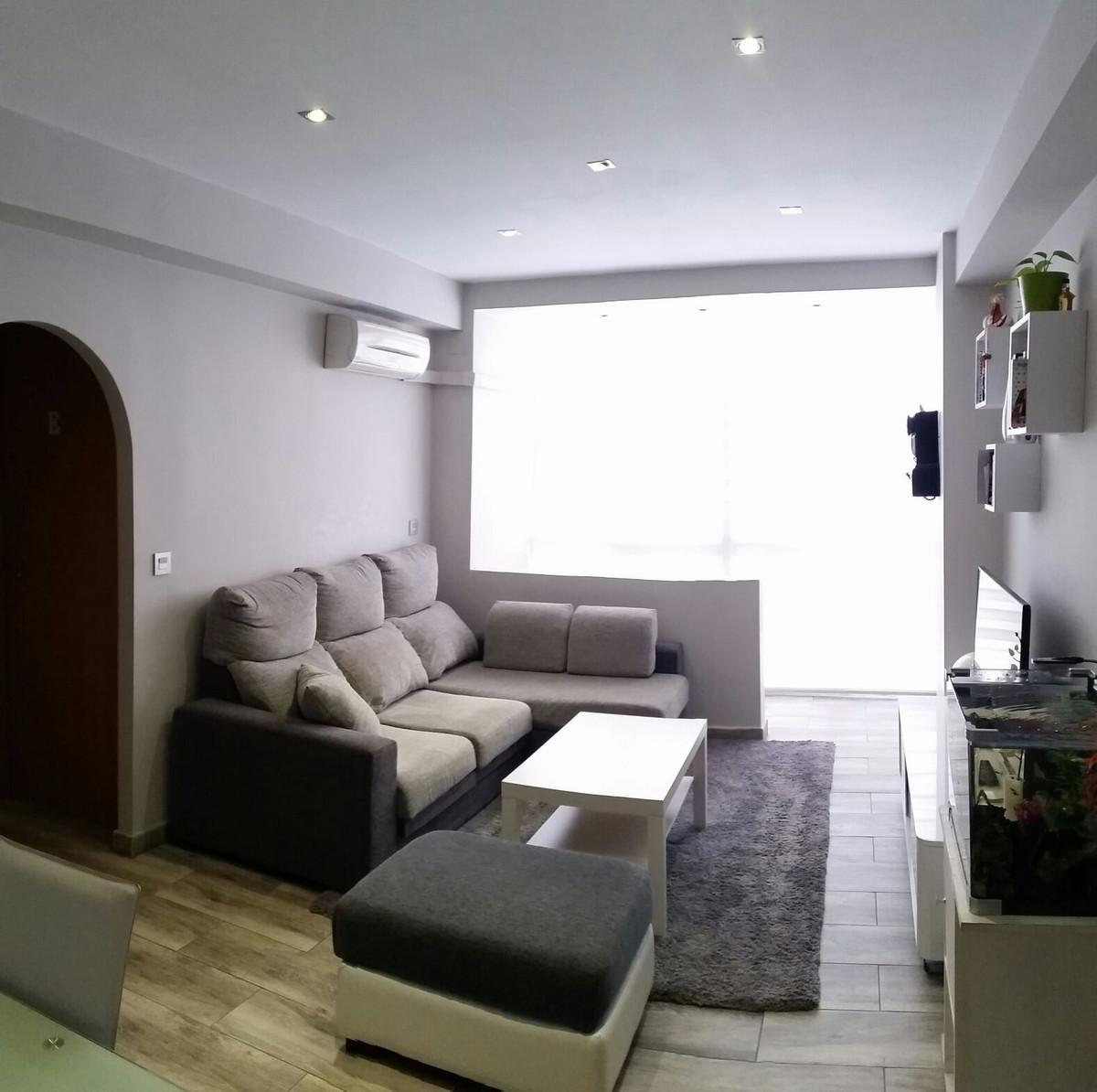 Zona Huelin . Estupendo piso muy reformado. consta de tres dormitorios , uno transformado en vestido,Spain