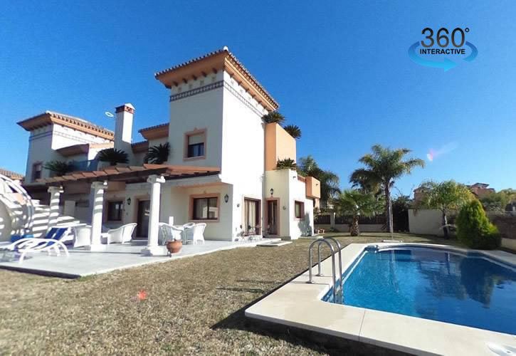 Luxury semi detached villa with guest apartment in the prestigious urbanisation of Los Nebrales in C,Spain