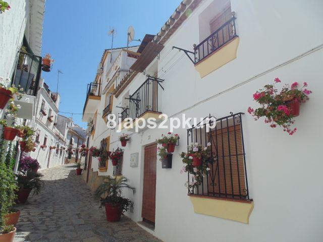 Townhouse, Estepona, Costa del Sol. 2 Bedrooms, 1 Bathroom, Built 65 m�. Setting : Town, Beachside, ,Spain