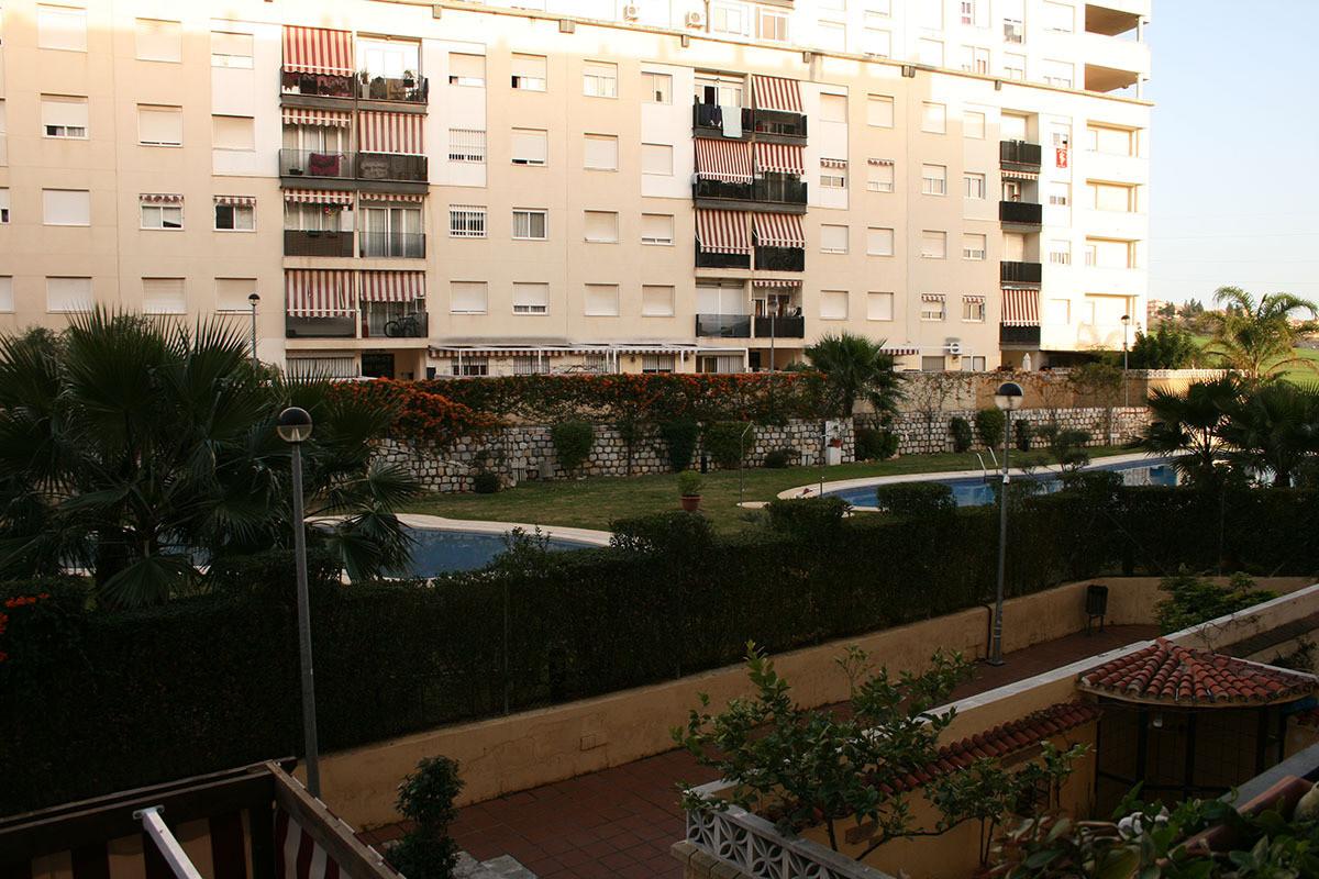 Nueva Andalucia (Marbella) La C0mapana – 4 Bed 2 Bath 106 m2 middle floor apartment, fair condition,Spain