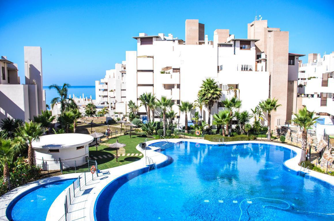 Townhouse, Estepona, Costa del Sol. 3 Bedrooms, 2 Bathrooms, Built 150 m², Terrace 100 m².  Setting ,Spain