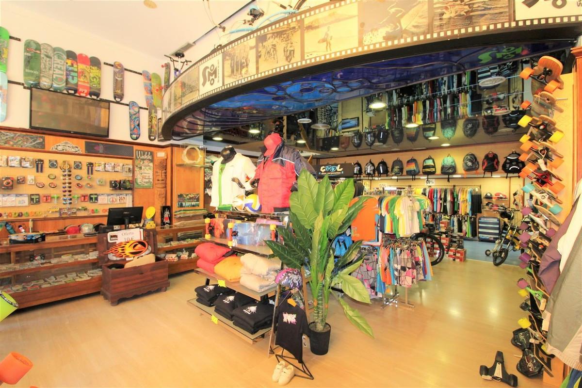Shop, Puerto Banus, Costa del Sol. Built 104 m².  Setting : Town, Commercial Area, Beachside, Port, ,Spain