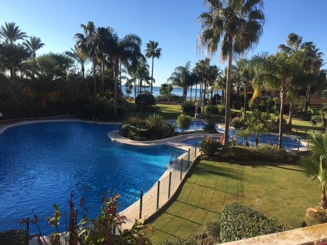 Middle Floor Apartment, Estepona, Costa del Sol. 3 Bedrooms, 2 Bathrooms, Built 149 m², Ter,Spain