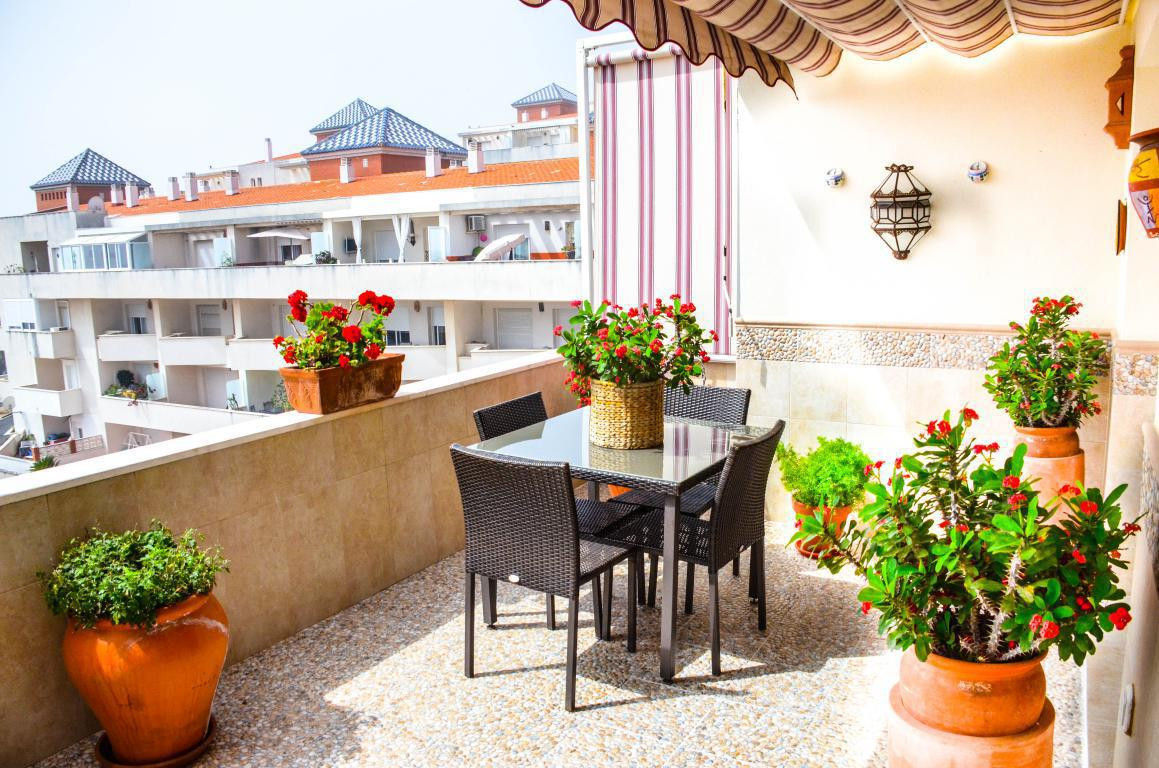 Penthouse, Estepona, Costa del Sol. 3 Bedrooms, 2 Bathrooms, Built 112 m², Terrace 42 m².  Setting :,Spain