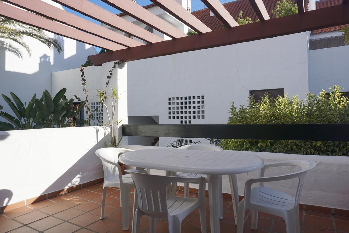 RESERVED!  Big apartment in the popular urbanization La Maestranza in Nueva Andalucia with 3 bedroom,Spain