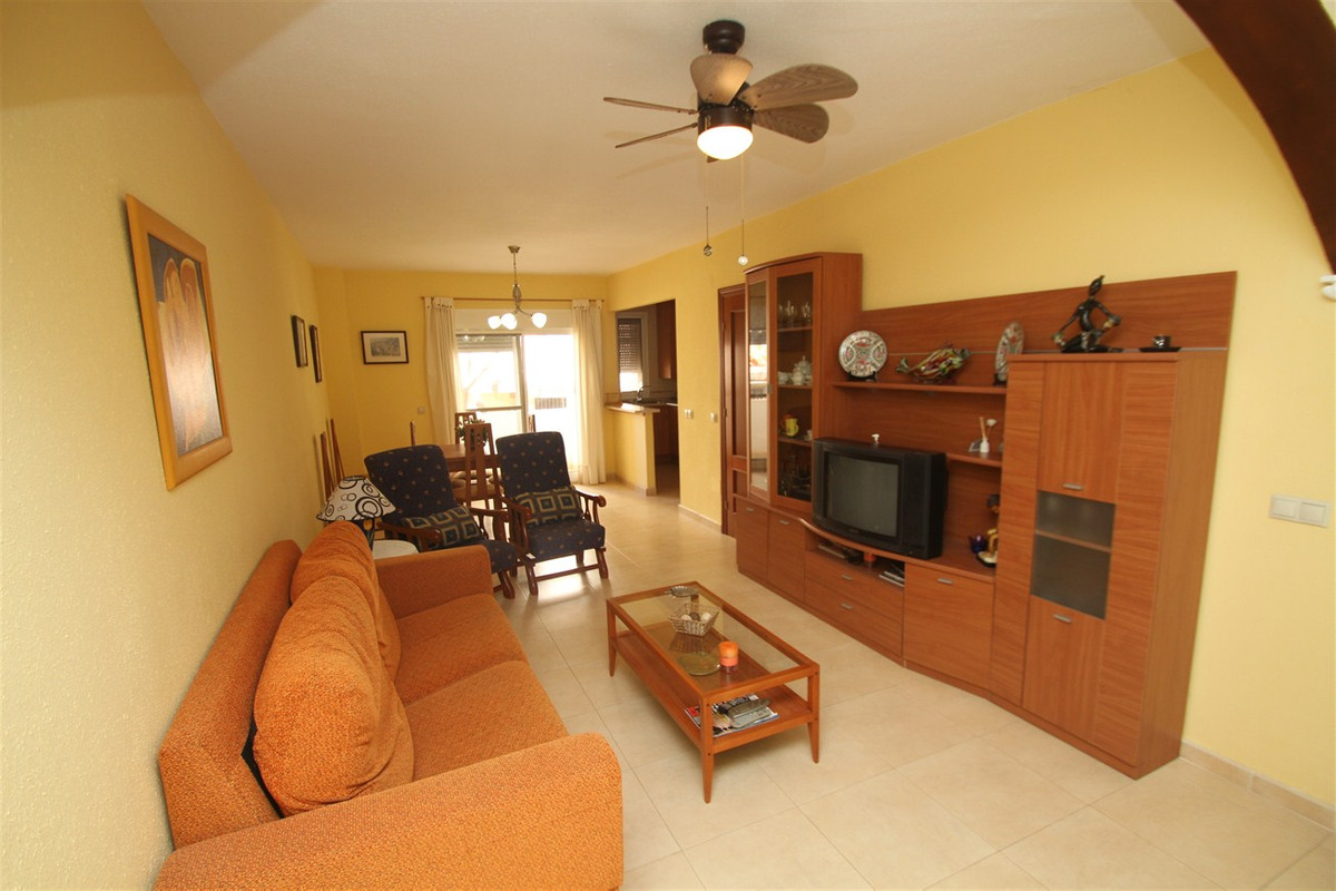 Middle Floor Apartment, Fuengirola, Costa del Sol. 2 Bedrooms, 1 Bathroom, Built 60 m², Terrace 4 m²,Spain
