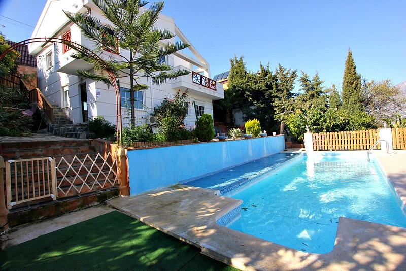Detached Villa, Mijas Costa, Costa del Sol. 5 Bedrooms, 5 Bathrooms, Built 220 m�, Garden/Plot 750 m,Spain