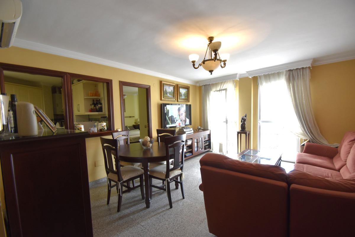 Middle Floor Apartment, La Carihuela, Costa del Sol. 4 Bedrooms, 2 Bathrooms, Built 121m².  Setting ,Spain
